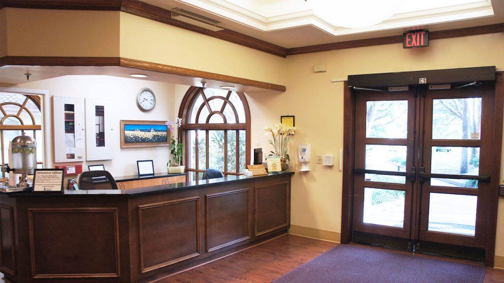 regents-park-of-winter-lobby